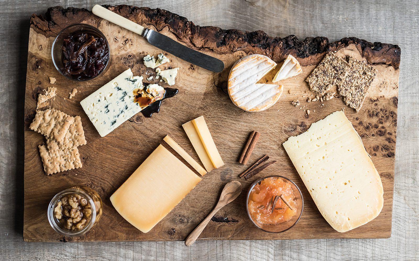 Det klassiske ostebord ruller stadig