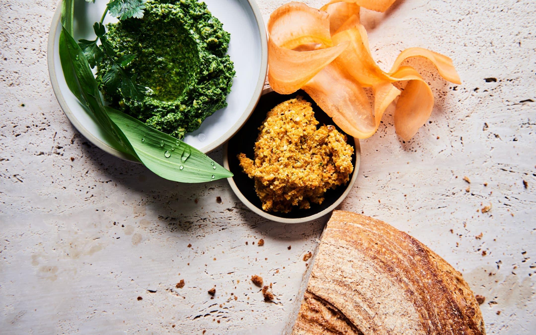 Gulerodspesto med fast modnet ost og persillepesto med blåskimmelost