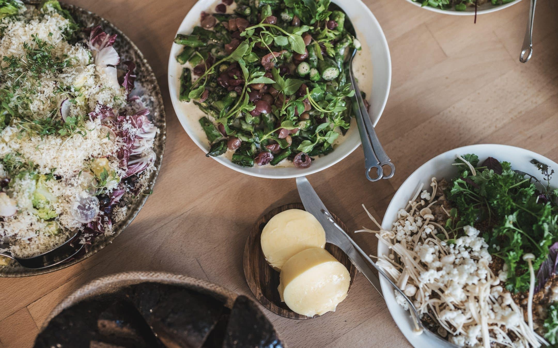 Opskrift på alternativ risotto på byg og rug med svampe, brøndkarse og sprød couscous