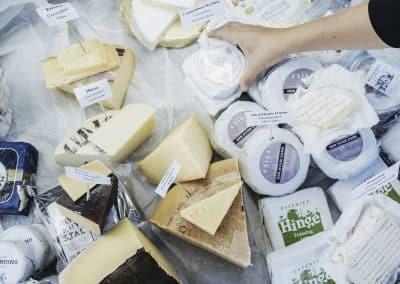 Læs her, hvordan du kan fryse ost. Se hvilke oste, der er fryseegnede, lær hvordan du pakker ost ind, og find ud af, hvordan du ser, om osten er for gammel.