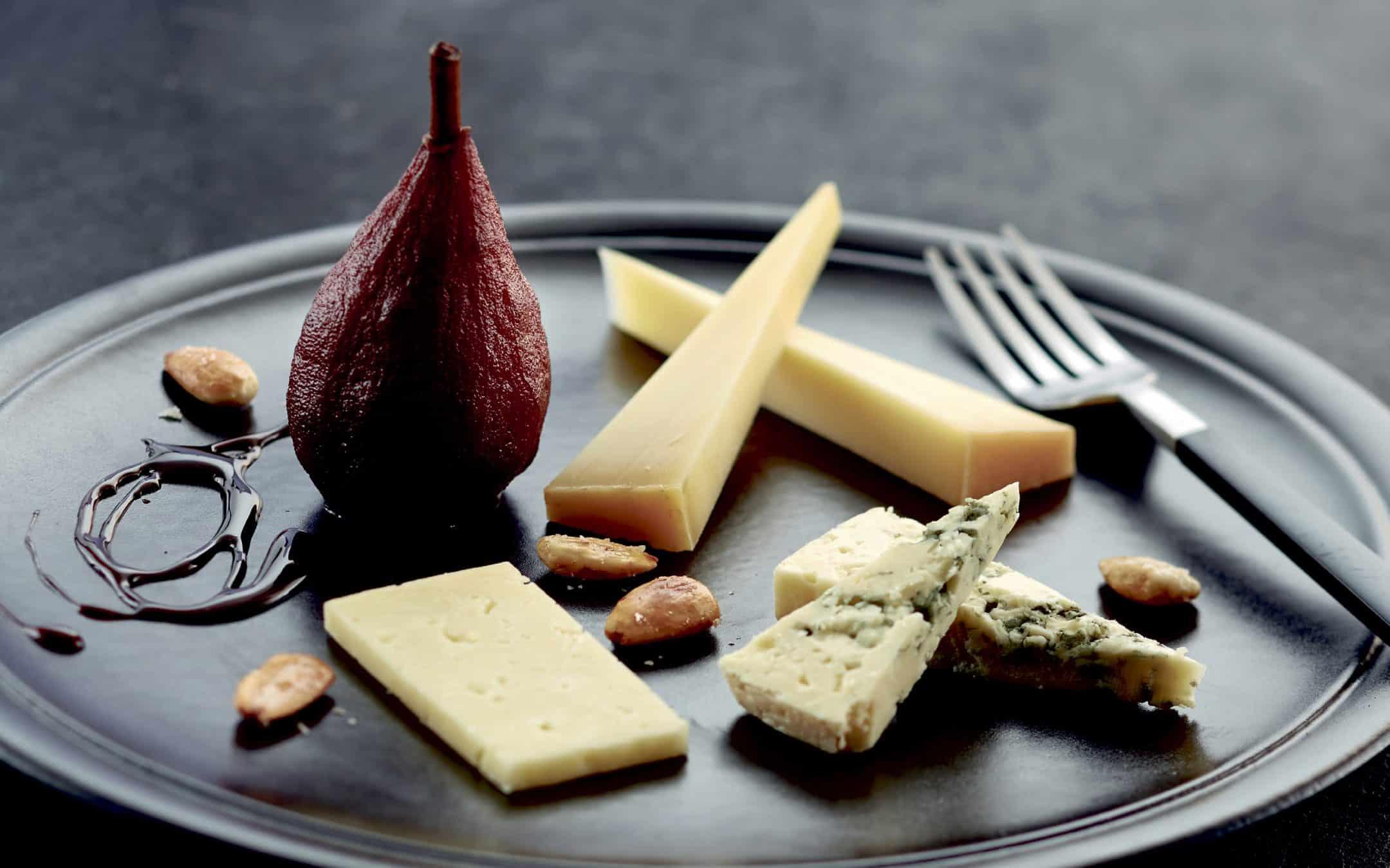 Pærer i rødvinssirup til ost