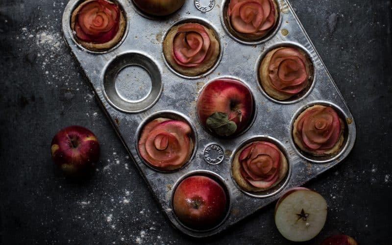 Miniæbletærter med gedeost