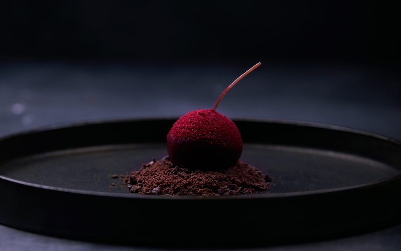Opskrift: Michelin-dessert med blåskimmelost, chokolade og kirsebær