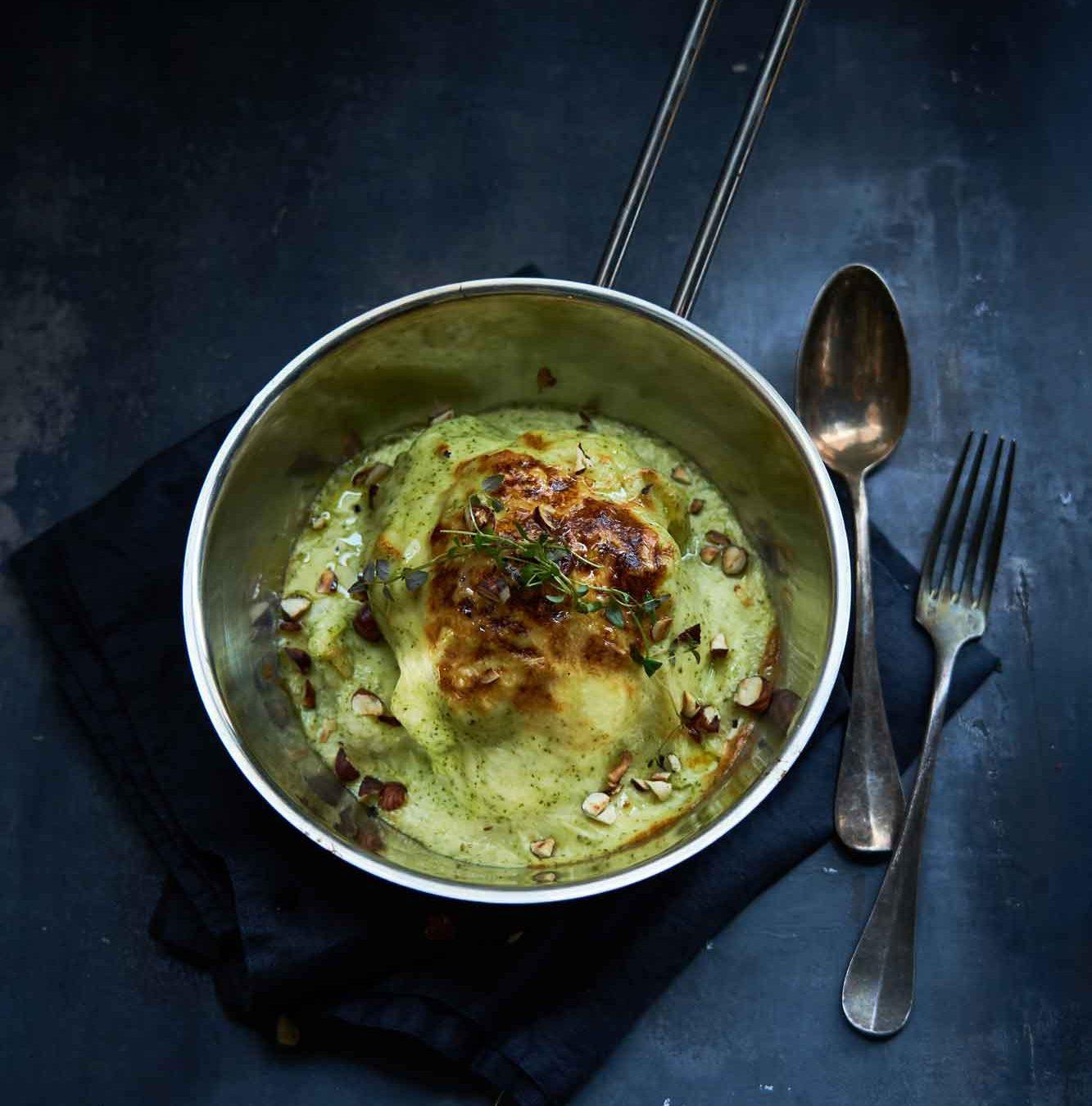 Ost i grønne hverdagsklæder: Bagt blomkål og broccoli-ostesauce