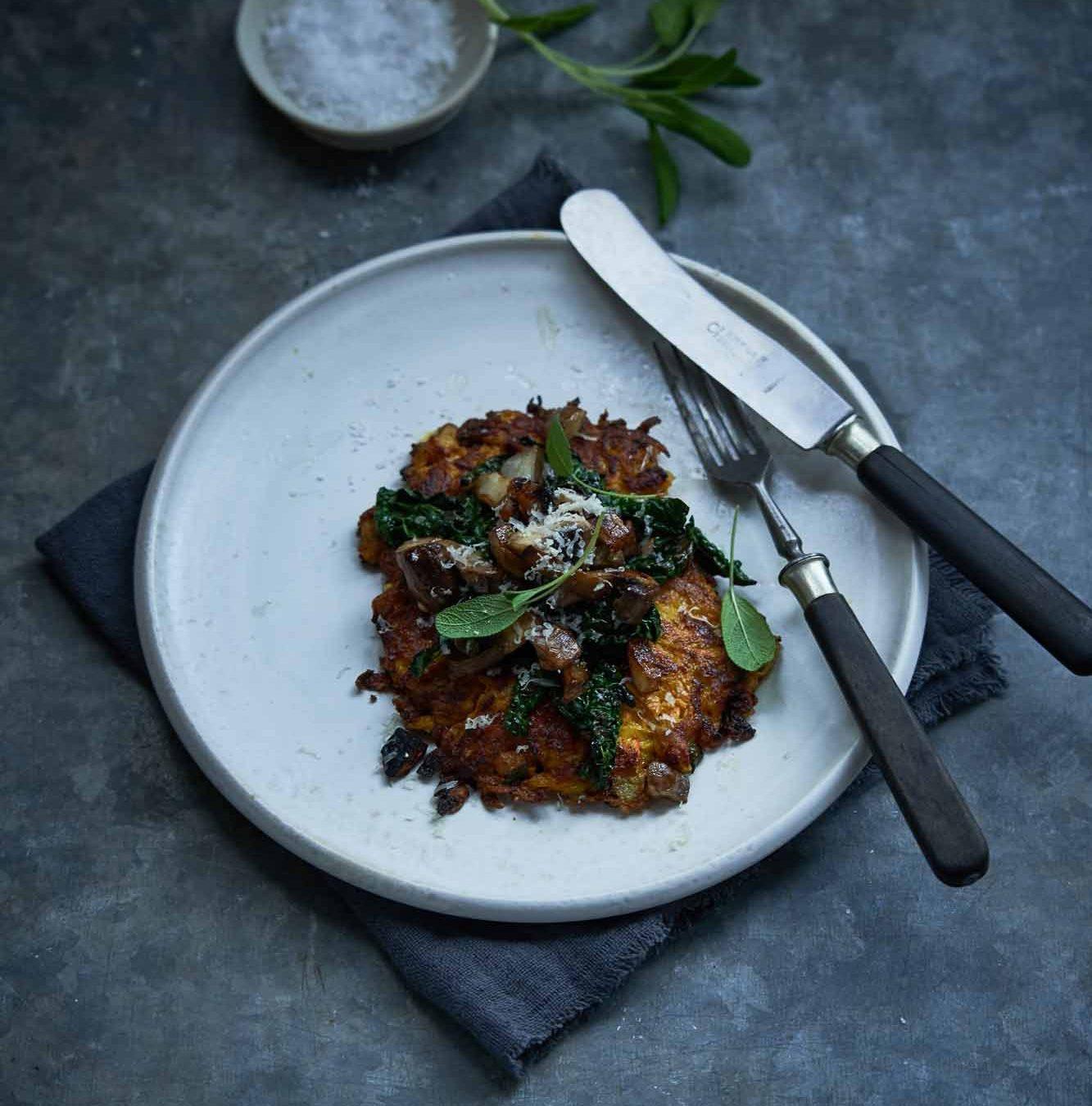Ost i grønne hverdagsklæder: Græskar-rösti med ost, palmekål og svampe