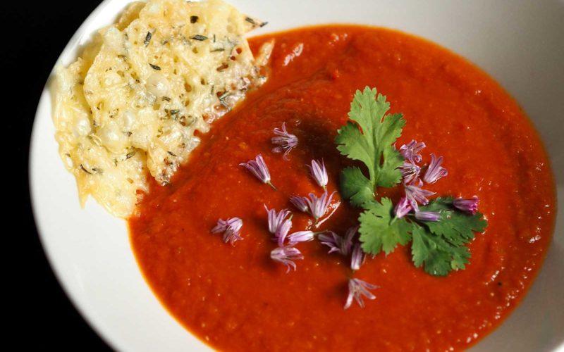 Tomatsuppe med ostechips