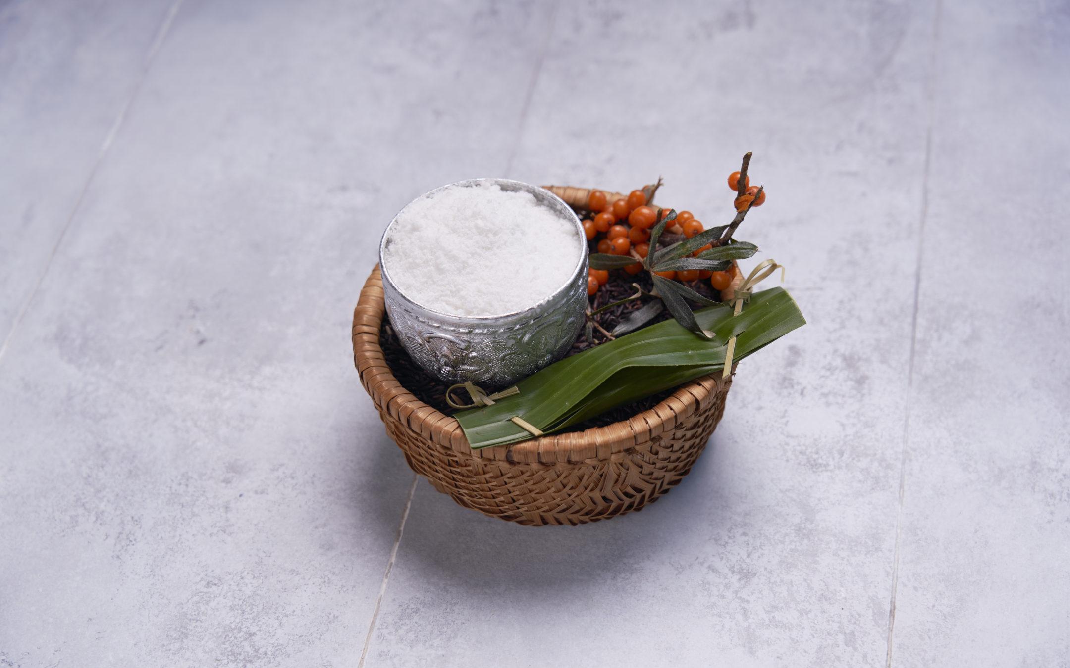 Opskrift fra Nam: Isdessert med Gammel Knas, havtorn og sticky rice