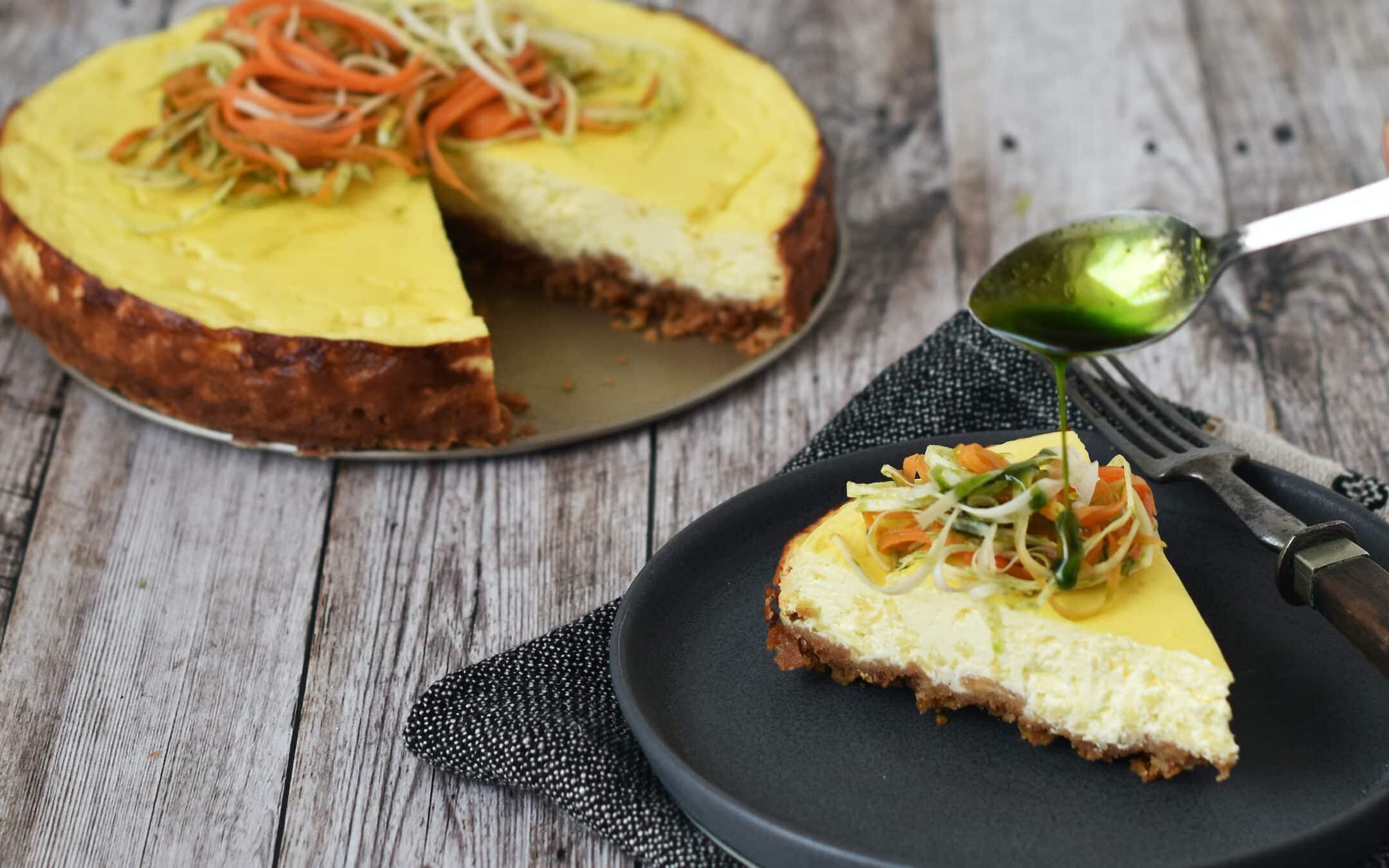 Salt cheesecake med syltet grønt, timianolie og ostefladbrød