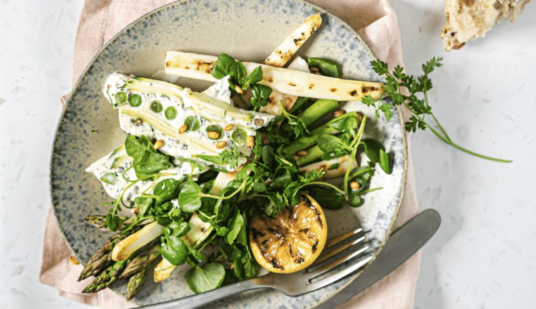Opskrift på Sabrina Hørups osteret: Grøntsagsterrine med asparges, brøndkarse og sprød perlebyg